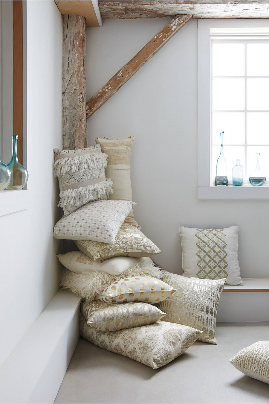gold-throw-pillows